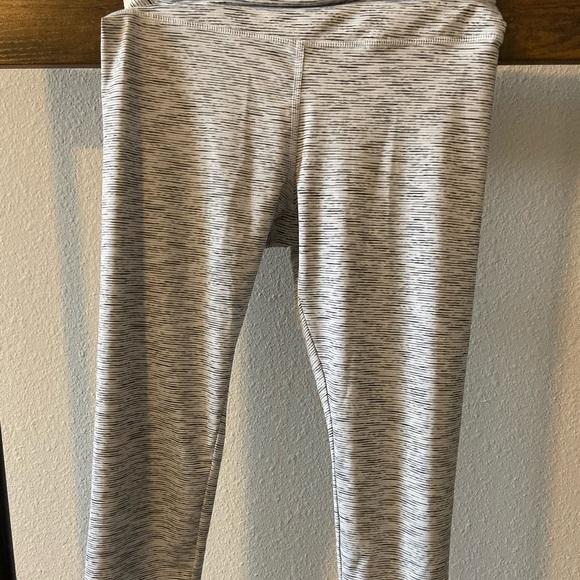 Forever 21 Pants - Forever21 Crop Leggings